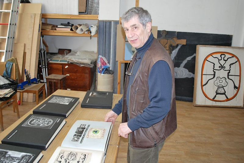 />  <figcaption>Yankilevsky in his Studio. Moscow. 2010. Photo: Vladimir Bogdanov</figcaption> </div> </figure> <p>As a true innovator and visionary, probably, had a presentiment that for the full understanding of his ideas even 50-летней ago, the public will need another twenty years. I think, no accident that he so tenderly and carefully systematized archival materials and to document their creativity. Yankilevsky has always kept a creative business and information about themselves in an exemplary manner. The time made good albums, catalogues, texts, reconstructions. Remember, he even had <a target='_blank' href=