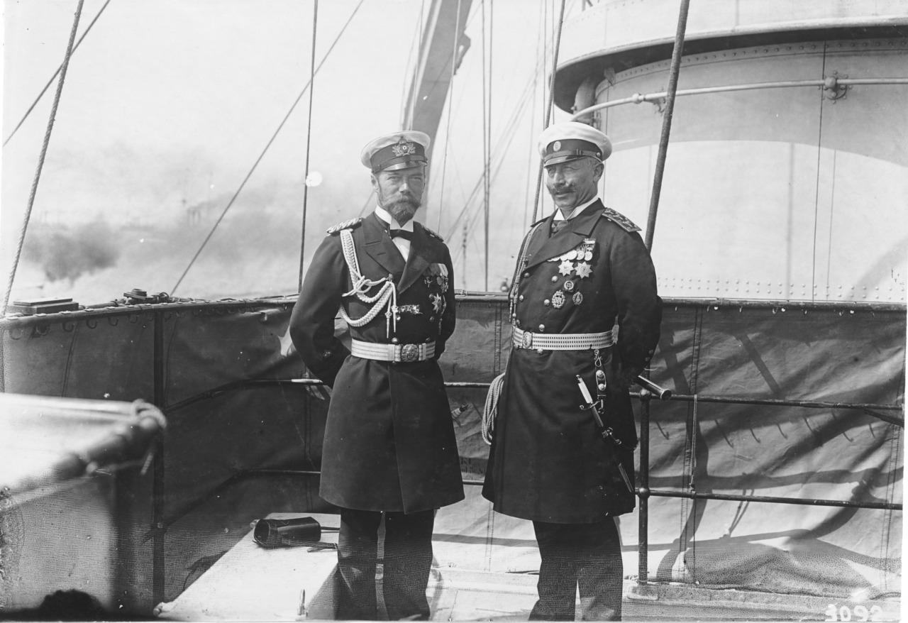 Мысли по поводу одной дискуссии Zar-Nikolaus-II.-in-deutscher-Uniform-und-Kaiser-Wilhelm-II.-in-russischer-Uniform-an-Deck-der-SMS-Deutschland