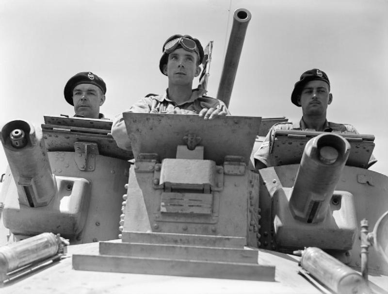 Turret_crew_of_a_1st_Royal_Tank_Regiment_A9_Cruiser_Mk_I_tank_at_Abbasia,_Egypt,_30_May_1940._E100