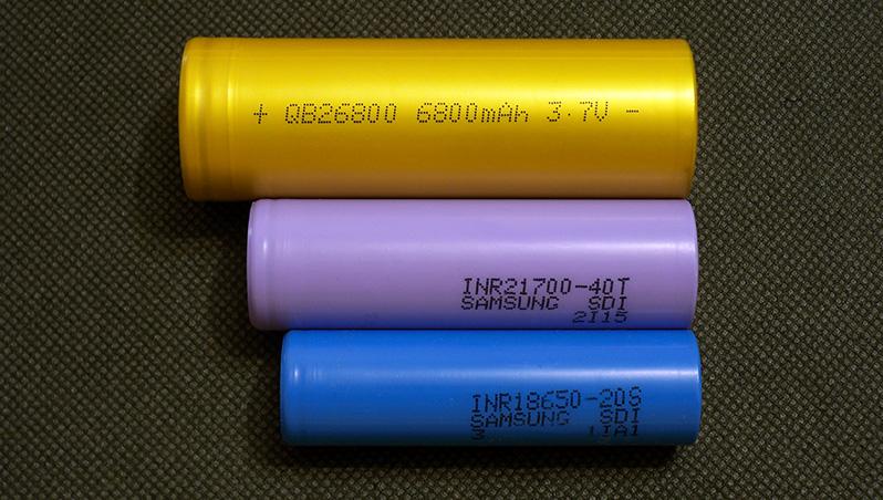 Queen Battery QB26800 6800mAh 20A 26800 Li-ion battery capacity test 18650 21700 comparison