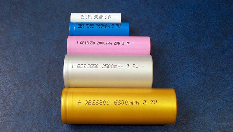 Battery size comparison AAA 10440 AA 14500 18650 26650 26800