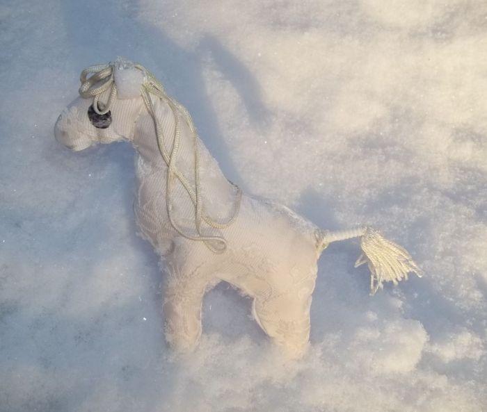 Снежная лошадь4.jpg