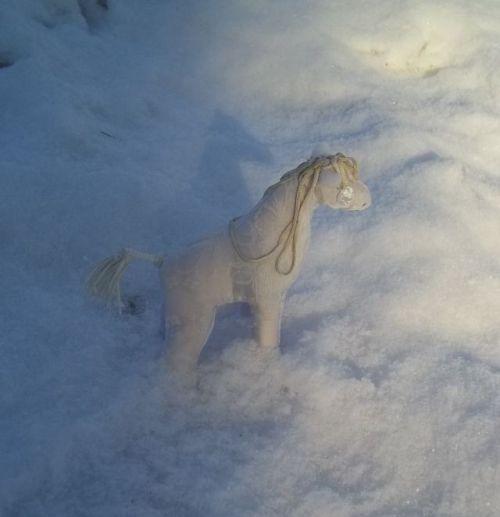 Снежная лошадь3.jpg