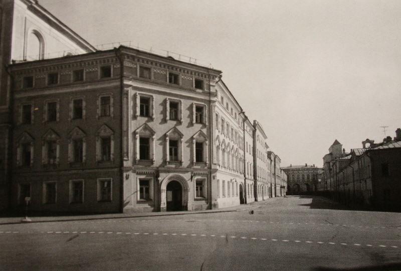 24862 Дворцовая улица. Кавалерские корпуса 1952.jpg