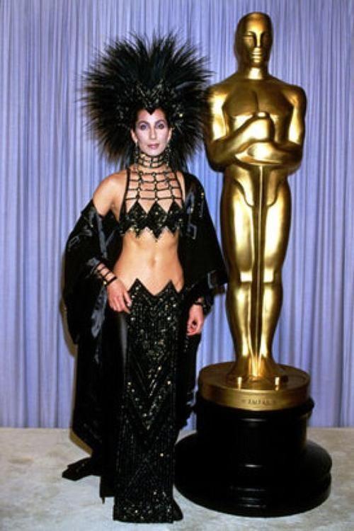 Шер на церемонии вручения премии Оскар, Лос–Анджелес, 1986.jpg