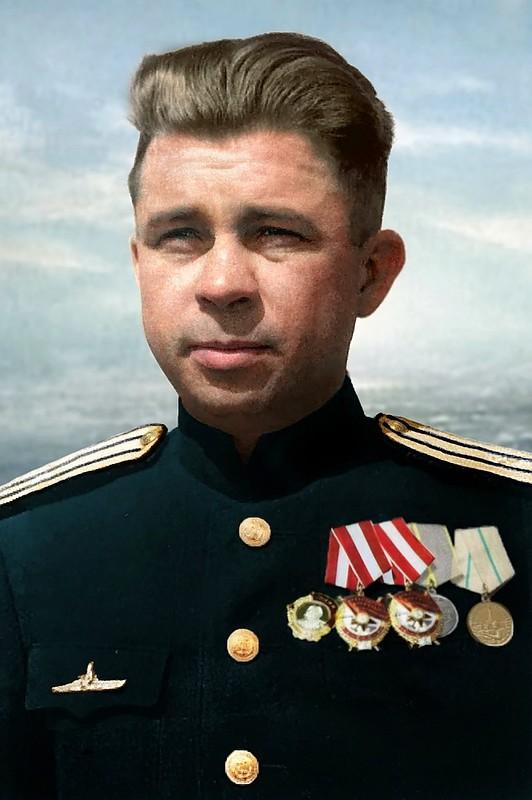 Командир советской подводной лодки С-13  Балтийского флота капитан 3-го ранга А.И. Маринеско (15.01.1913—25. 11.1963). Фото 1945 года..jpg