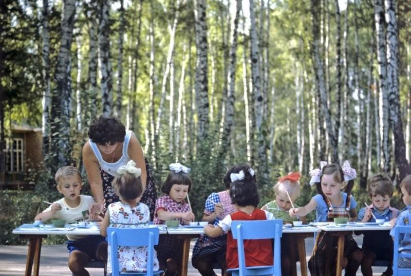 1984 У Московского автозавода им. Лихачева был и ведомственный детский сад, и ведомственная дача.jpg