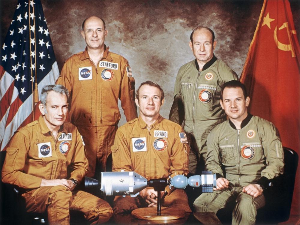 17 июля 1975 года впервые состоялась стыковка советского и американского кораблей Союз и Аполлон.jpeg