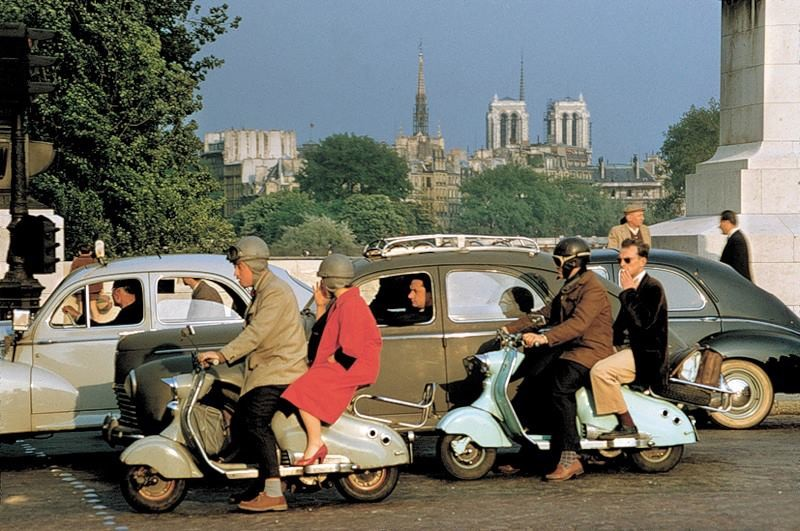 1955 Paris by Willy Ronis.jpg