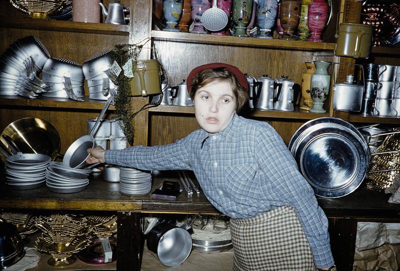 1959 Посуда в Москве. Harrison Forman2.jpg