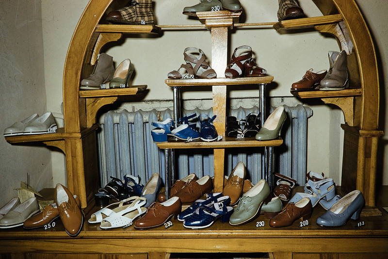1959 Обувь в Москве. Harrison Forman4_2.jpg