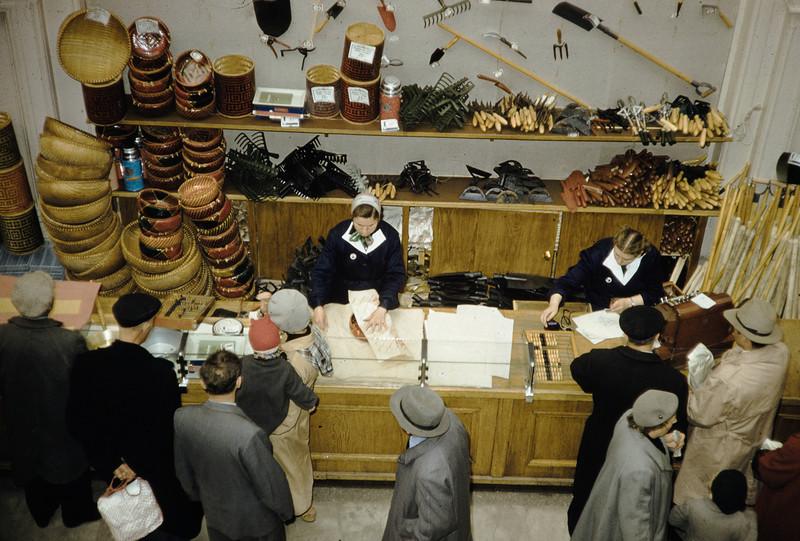 1959 Магазин в Москве. Harrison Forman3.jpg