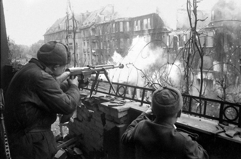 28 Уличный бой. Германия, 1945.jpg