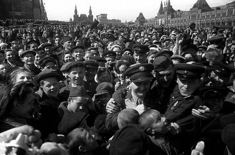 32 День Победы. Красная площадь, 9 мая 1945 г..jpg