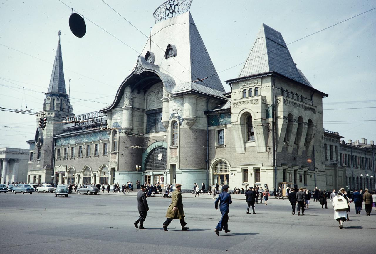 744632 Ярославский вокзал Harrison Forman.jpg