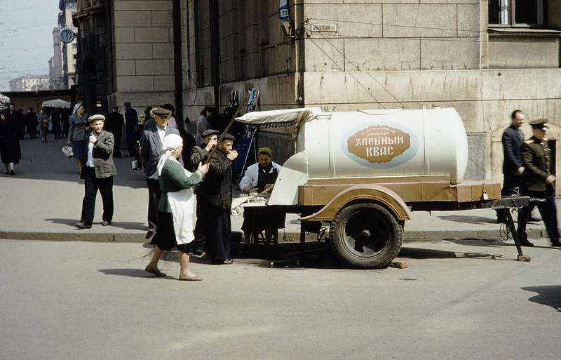 1959 Угол Краснопрудной улицы и Давыдовского переулка. Harrison Forman.jpg