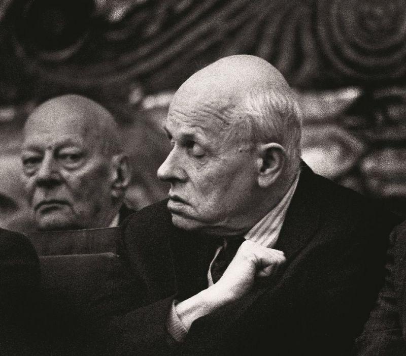 Андрей Сахаров в компании Анатолия Александрова на заседании Академии наук СССР.jpg