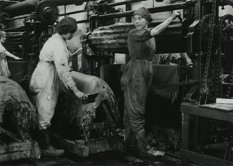 British women working in tannery in Nottingham