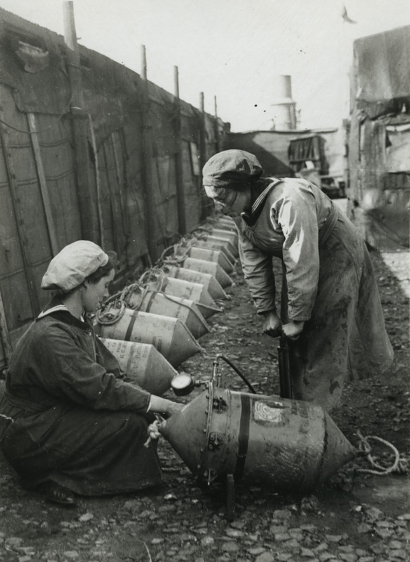 Women testing a mine with air presssure