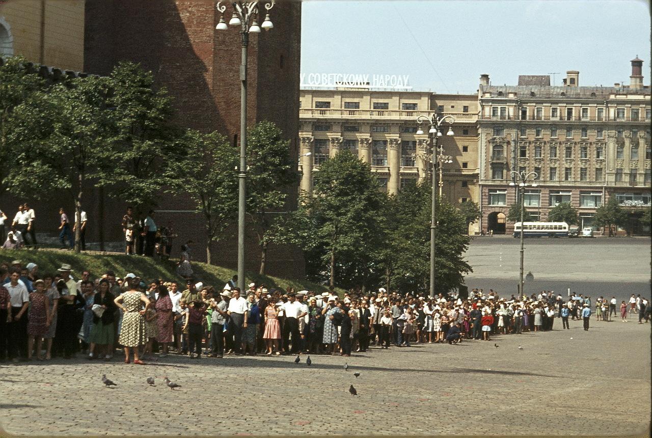 Москва. Очередь в мавзолей Ленина