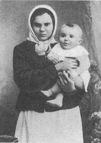 02 Сережа с няней Варварой Ивановной Марченко, 1907 г.jpg