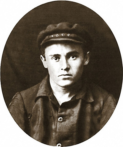 06 Сергей Королев на практике после окончания первого курса КПИ. Конотоп, лето 1925 г.jpg
