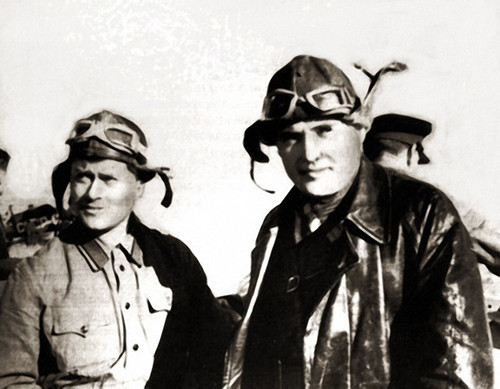 12 Сергей Королев и инструктор планеризма Н.И. Макаров. Коктебель, октябрь 1929 г..jpg
