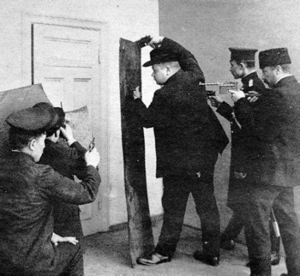 Группа захвата в Царской России. Рижская полиция готовится к захвату преступников. 1905 год..jpg