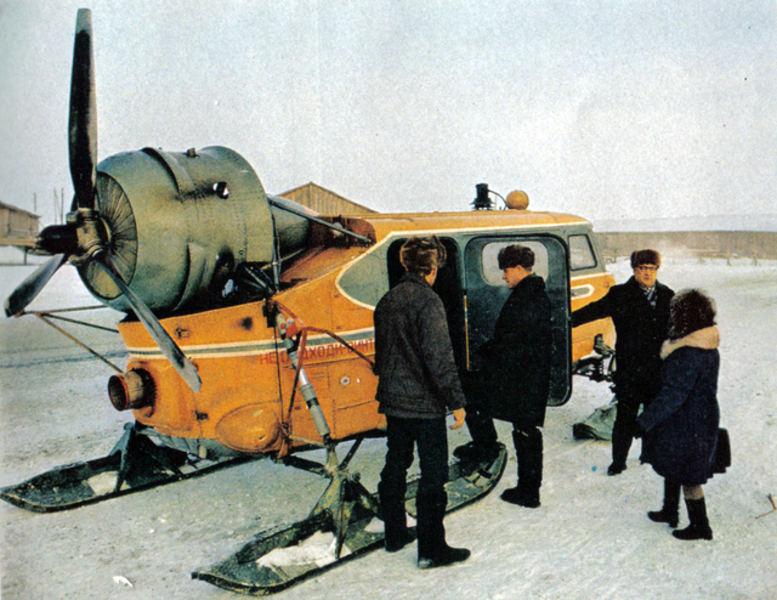 110 Ханты-Мансийск.... Аэросани незаменимы зимой! Перед дорогой надо обcтoятельно поговорить....jpg