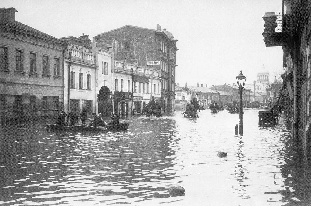 20583 Большая Дорогомиловская во время наводнения 1908 года.jpg