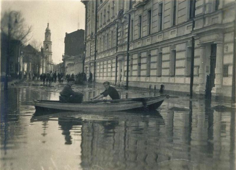 621262 Наводнение в Малом Толмачевском переулке 1926.jpg