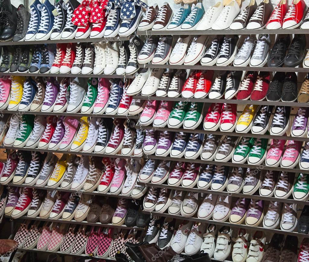 depositphotos_8417130-Sneaker-shoes-on-sale.jpg