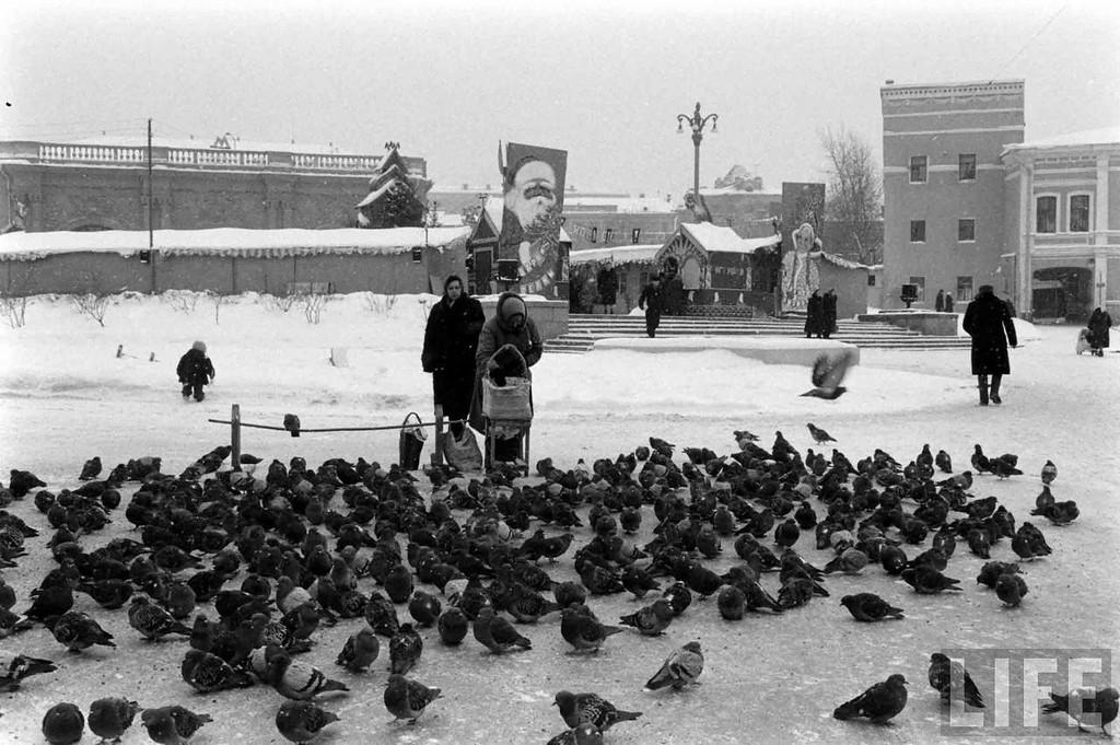 91863 Новогодняя ярмарка у станции «Арбатская» 59 Carl Mydans.jpg