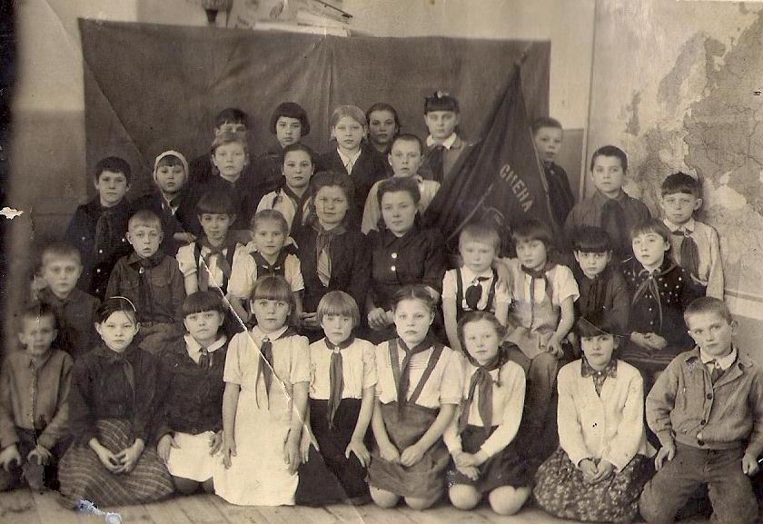 Первый пионерский отряд школы из Красноуральска