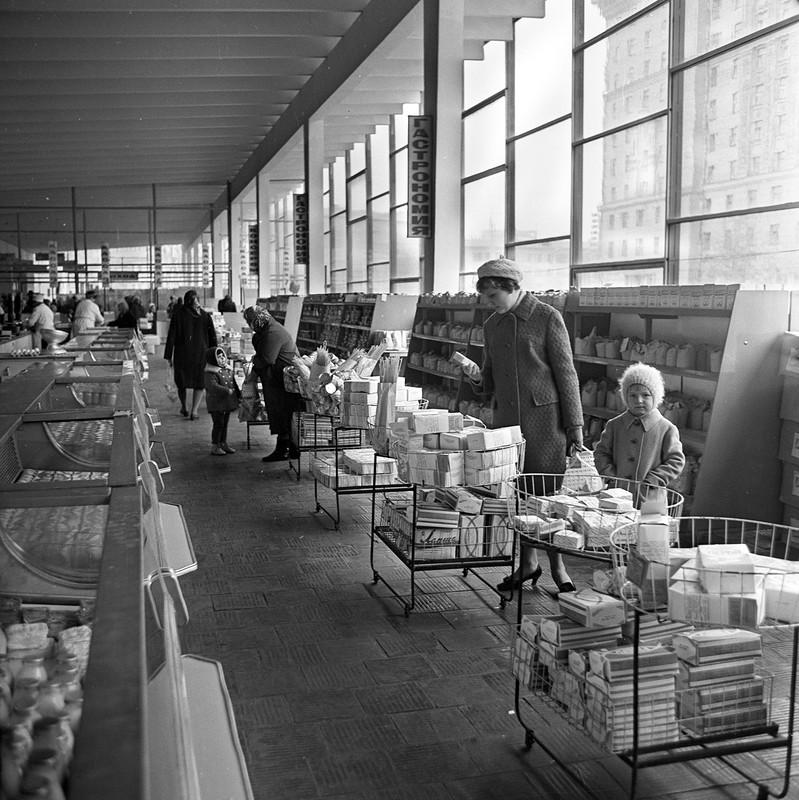 571118 Велозаводской рынок внутри Ерин 1974.jpg