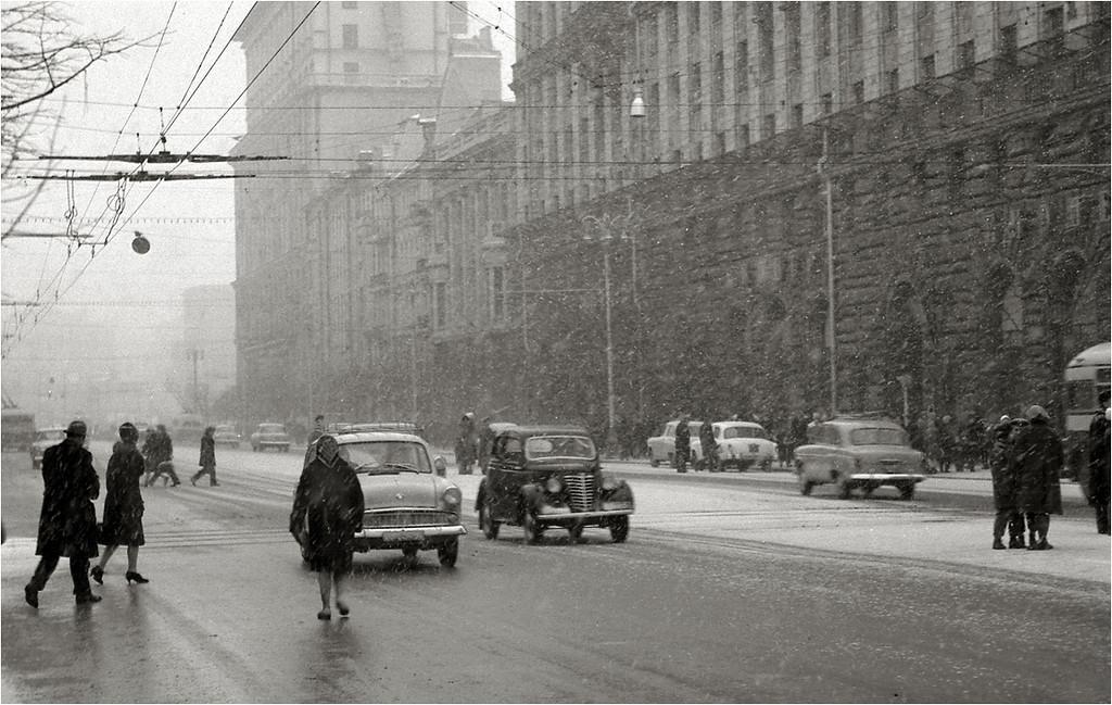 Ул. Твеская (Горького) на пересечении с Б.Грузинской.  1963.jpg