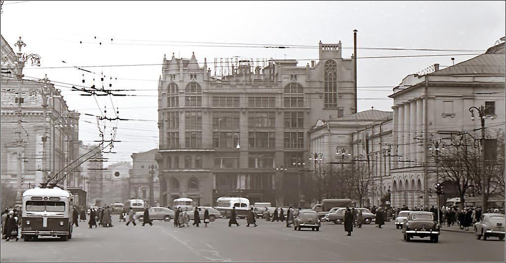 Театральная площадь, ЦУМ.  1960.jpg