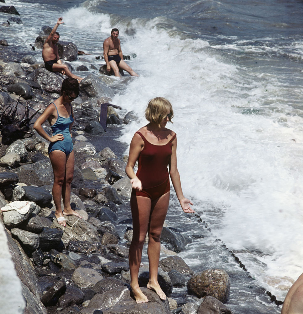 1966 Пляж в Ялте. Михаил Озерский, РИА Новости.jpg