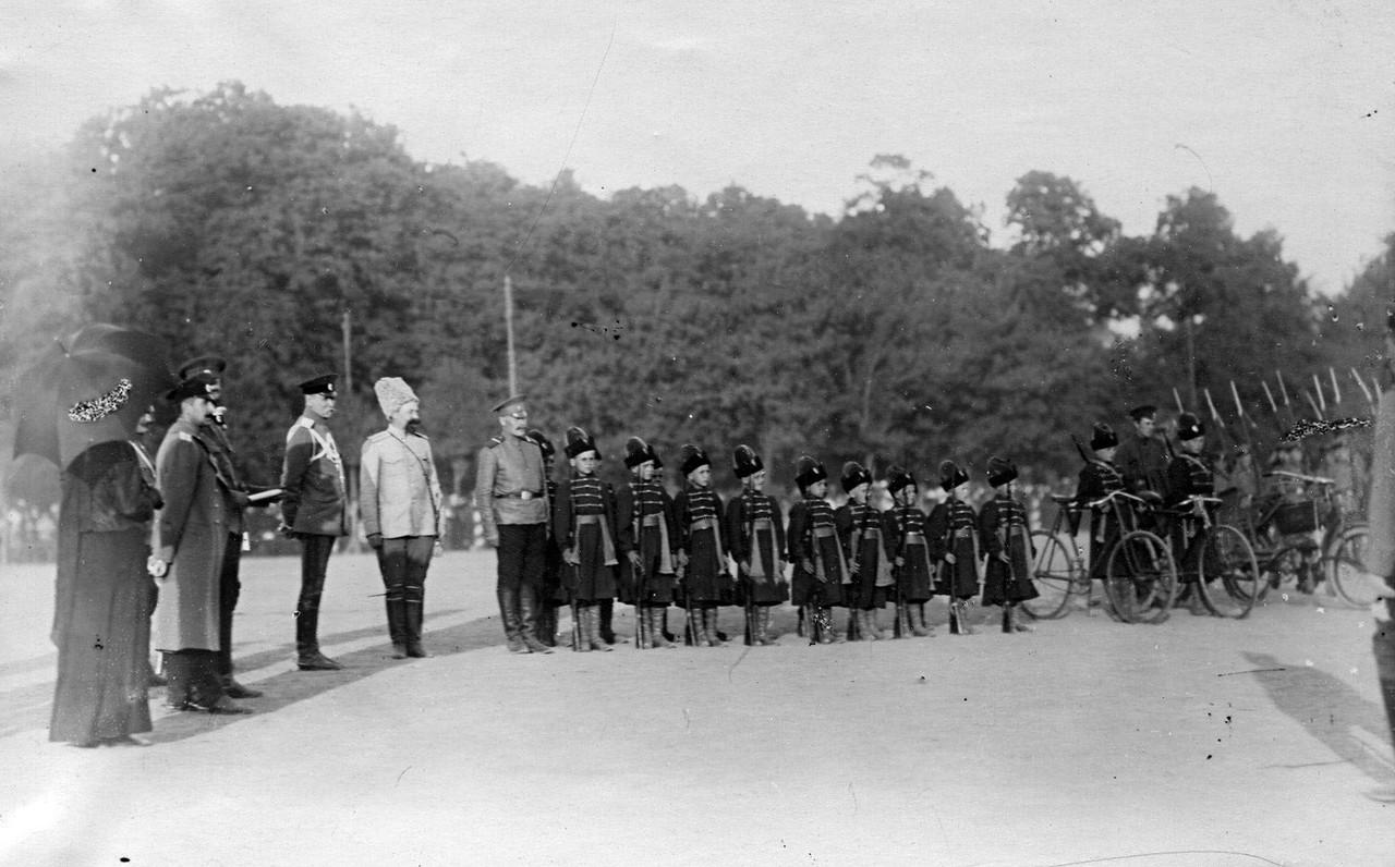 22. Строй потешных в костюмах стрельцов XVII века.  28 июля 1911
