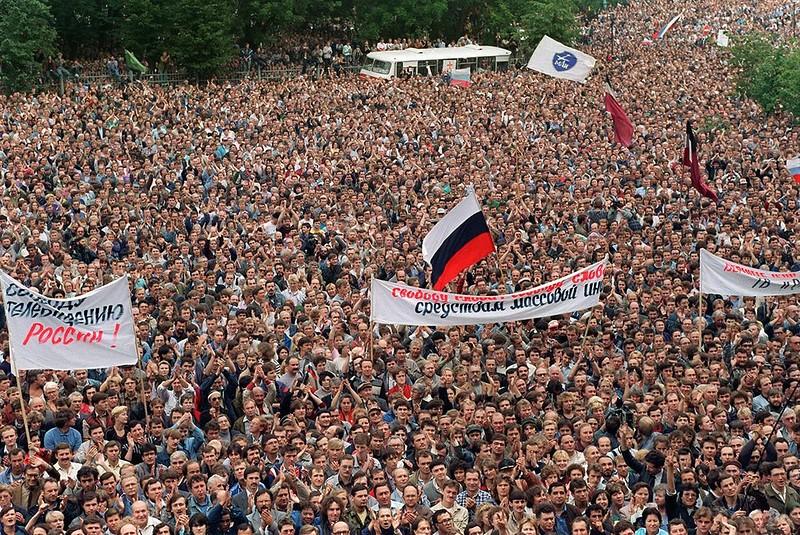1991 август 20 у Белого дома.jpg