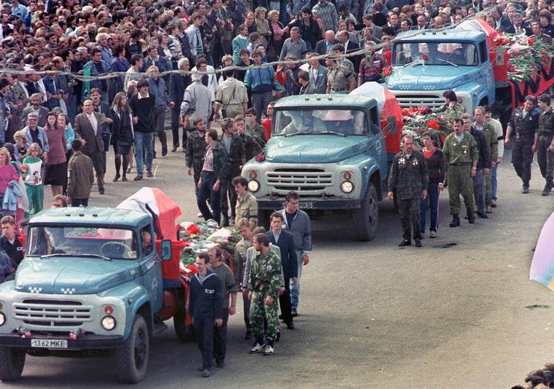 1991 август 24 похороны жертв.jpg