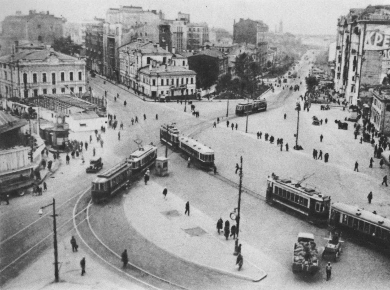Площадь Красных ворот