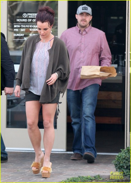 britney-spears-david-lucado-freebirds-lunch-before-vegas-show-01