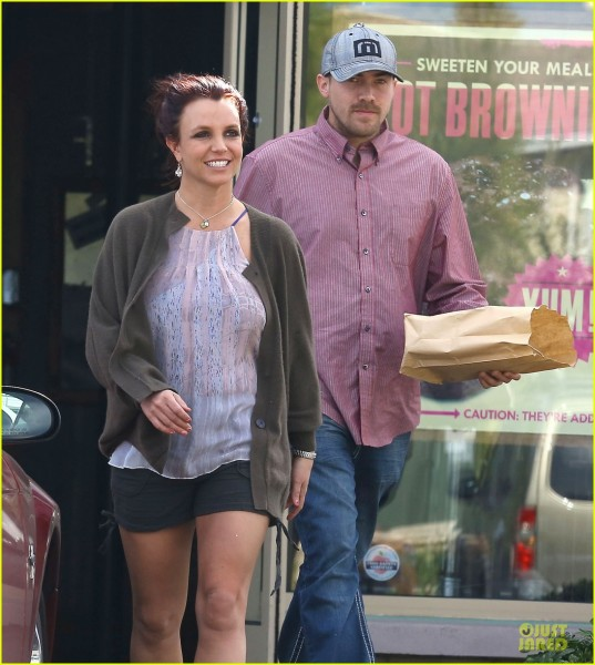 britney-spears-david-lucado-freebirds-lunch-before-vegas-show-02