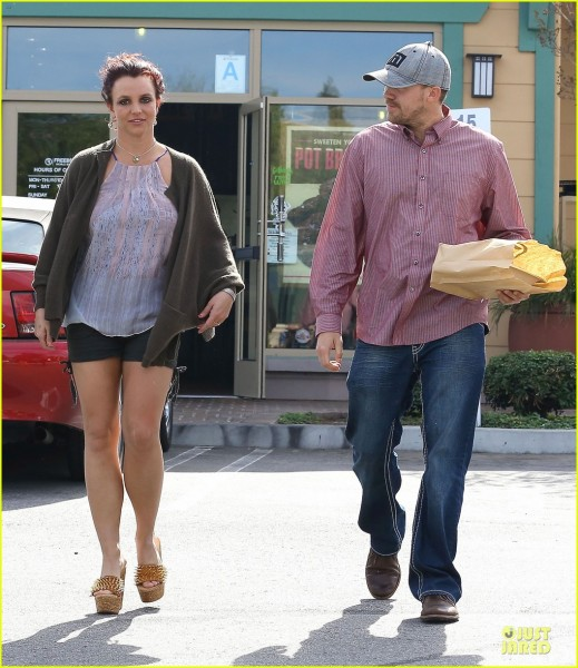 britney-spears-david-lucado-freebirds-lunch-before-vegas-show-04