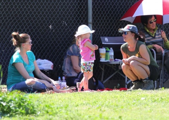 Britney-Spears-and-pregnant-Victoria-Prince-at-son-Jayden-James-soccer-game--575x408