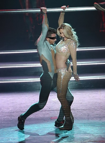 Behind The Scenes And Costumes Of Britney S Sold Out Vegas Show Ohnotheydidnt Livejournal