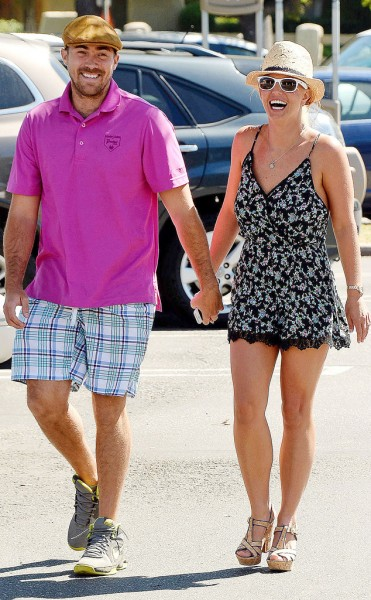 rs_634x1024-140806120330-634.david-lucado-britney-spears-holding-hands-080614