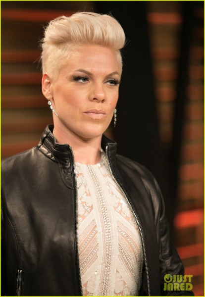 pink-attends-the-vanity-fair-oscars-party-2014-after-performing-04