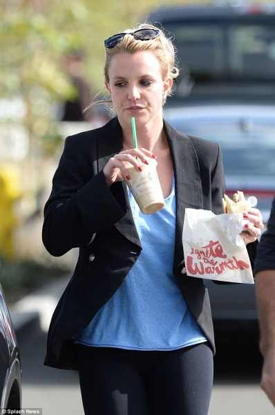 234F534900000578-2841700-Britney_pulled_her_blonde_hair_back_into_a_bun_and_wore_a_pair_o-5_1416446306859